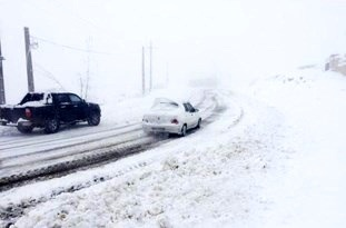 بارش برف در محورهای سوادکوه و کیاسر مازندران