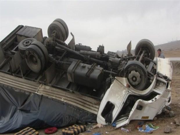 واژگونی کامیون یک کشته در پی داشت