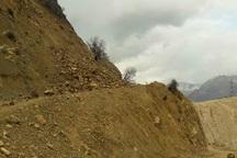 ریزش کوه سه راه روستایی را در دهدز مسدود کرد