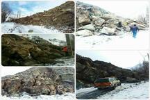 ریزش  کوه راه سه روستا را در طالقان مسدود کرد