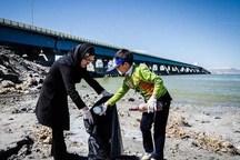 انباشت زباله گردشگران در دریاچه ارومیه دغدغه سمن ها