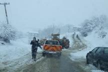 بارش برف راه برخی روستاهای کوهستانی شرق گلستان را مسدود کرد