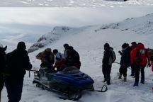 جسد جوان مدفون در برف ارتفاعات آواجیق به چالدران منتقل شد