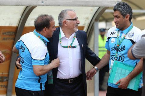 حاجیلو: توهین بازیکن نفت به مربی استقلال قابل پذیرش نیست