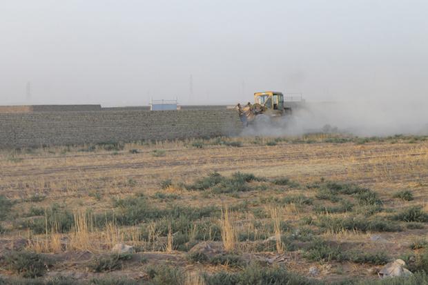 10 مورد ساخت وساز غیرمجاز در اراضی کشاورزی پاکدشت تخریب شد