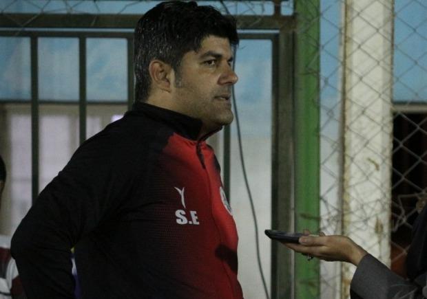 سرمربی موج سواران نوشهر: تیم های لیگ برتر فوتبال ساحلی کاهش یابند