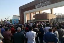 تجمع کارگران گروه ملی فولاد اهواز مقابل استانداری خوزستان  دستهای پشت پرده را قطع کنید