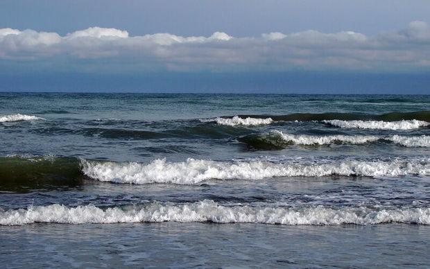 دریای خزر تا پایان هفته برای شنا مناسب نیست
