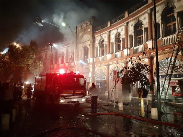 آتش سوزی در میدان حسنآباد تهران/ آتش اطفا شد + فیلم و عکس