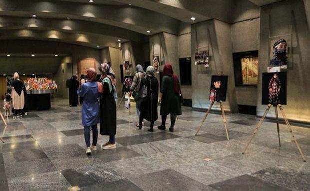 نگاهی به نمایشگاه «زن ، آغازی از پایان» در برج آزادی