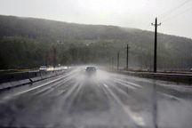 جادههای کردستان به علت بارندگی لغزنده است