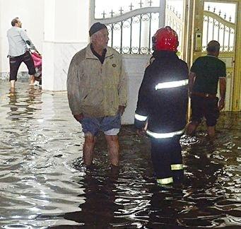 ۱۴۰۰ تماس شهروندی با سازمان آتشنشانی در پی بارندگی امروز مشهد