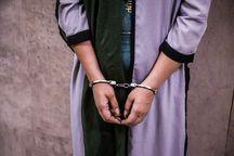 دستبند پلیس بر دستان زن سارق تلفن همراه درشلمچه