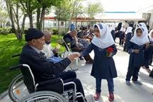 برگزاری جشن عیدانه پدربزرگهای هفت باغ مهربانی زنجان