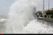 سونامی در بندر دیر حادثه آفرید  مصدومیت 8 نفر و خسارت به منازل و خودروها + تصاویر