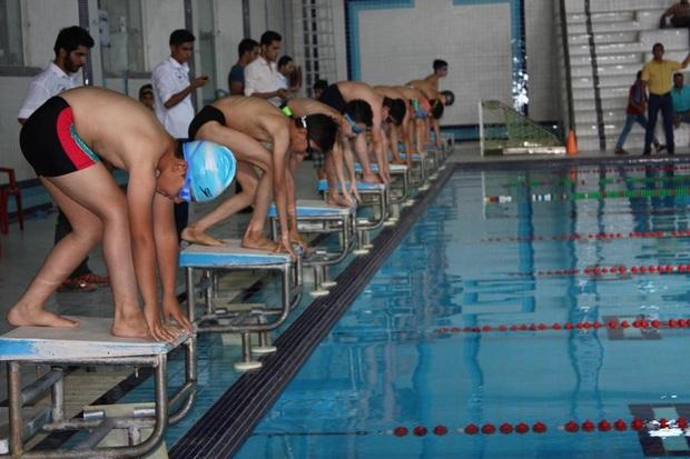 مسابقات شنای پسران استان قزوین پایان یافت