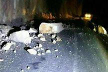 ریزش کوه در جاده میانه - بستان آباد بر اثر زلزله