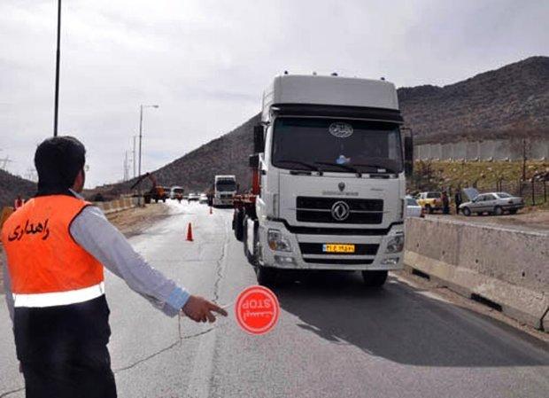 زیر گذر پل امام علی (ع) مهریزو دور برگردان جاده تفت بسته شد