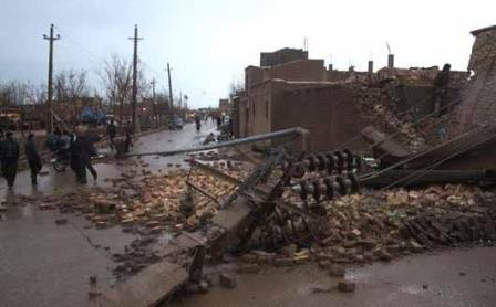 بازسازی مناطق خسارت دیده ناشی از سیل و طوفان تاکستان در حال انجام است