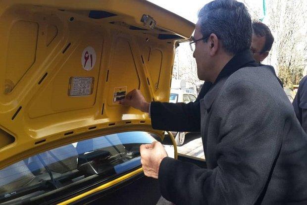 نصب برچسب شناسایی رانندگان تاکسی در تبریز
