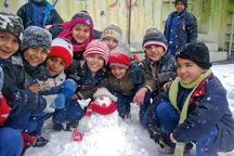 ریزش برف مدارس همدان را به تعطیلی کشاند
