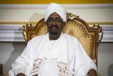 البشیر رئیس جمهور مخلوع و محبوس سودان دست به اعتصاب غذا زد/ تقابل معترضان با شورای نظامی انتقالی