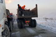 370 تن نمک پاشی در محورهای پیرانشهر انجام شد