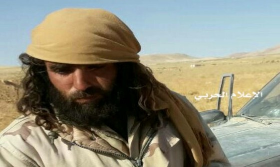 عکس/ تسلیم شدن یک امیر داعشی در سوریه