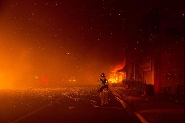 کالیفرنیا در محاصره آتش/ 9 کشته و دهها هزار آواره
