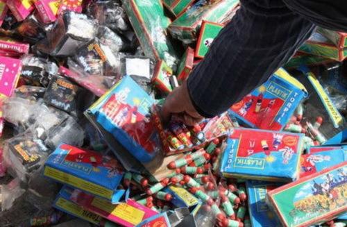 24 هزار عدد انواع مواد آتش زا در کاشان کشف شد