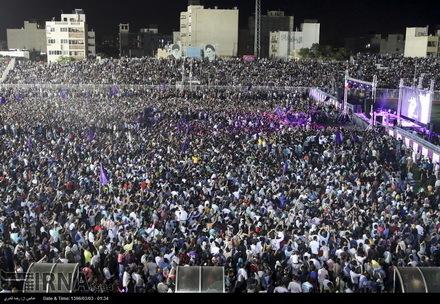 هواداران روحانی در شیراز، پیروزی او را جشن گرفتند