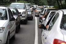ترافیک نیمه سنگین در جاده چالوس حدفاصل هزارچم تا کندوان
