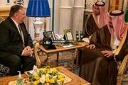 مایع ضدعفونی دست بر روی میز جلسه پمپئو با پادشاه عربستان + عکس