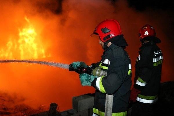 آتش سوزی مغازه پارچه فروشی در قزوین