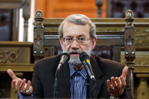 لاریجانی:  مشاجرات سیاسی بی در و دروازه در کشور کمتر شده است