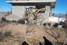 سه بنای غیرمجاز در اراضی کشاورزی بوئین زهرا تخریب شد