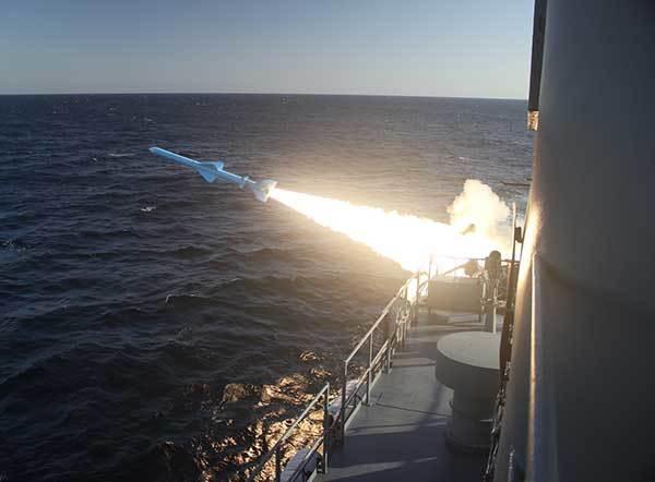 سه فروند موشک کروز از روی شناور و پرتابگرهای ساحلی شلیک شد