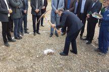 عملیات اجرایی نیروگاه خورشیدی تاسیسات آبرسانی قم آغاز شد