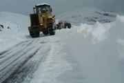 عملیات برف روبی در گردنه های کوهرنگ ادامه دارد