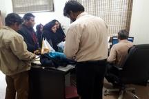 تجمع برخی از مردم نیازمند هندیجان مقابل کمیته امداد امام خمینی (ره)