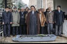 عکس/ نماز حجت الاسلام والمسلمین دعایی بر پیکر همسر مهندس بازرگان