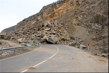 مسدودشدن محور سرخس-مشهد به سبب ریزش کوه