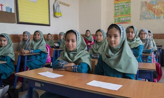 600 دانش آموز افغان در مدارس مهریز تحصیل می کنند