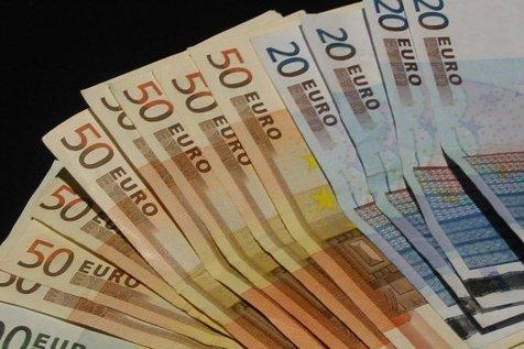 قیمت یورو و پوند باز هم کاهش یافت