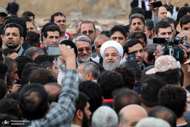 بازدید  روحانی از روند کمک رسانی به زلزله زدگان میانه