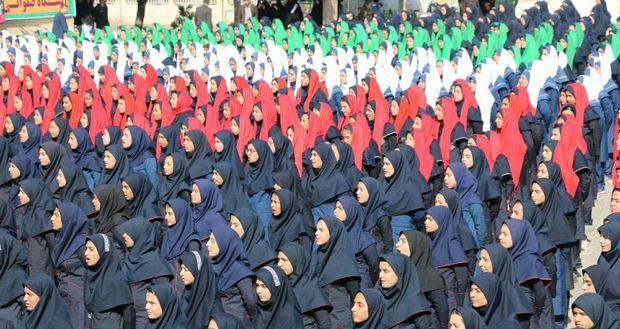 نوای سرود 500  نفری دانش آموزی در کرمان طنین انداز شد