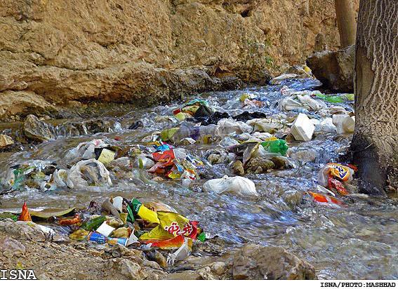 خطر ورود شیرابه زباله ها آبهای زیر زمینی آذربایجان غربی را تهدید می کند
