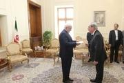 تقدیم رونوشت استوارنامه سفیر جدید فرانسه به وزیر امور خارجه