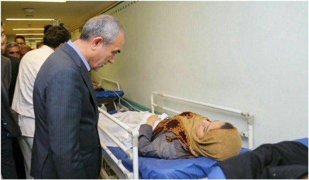 معاون وزیر بهداشت از مجروحان حادثه واژگونی اتوبوس در تبریز عیادت کرد
