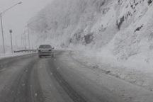 لغزندگی جاده کرج- چالوس و محور طالقان به سبب بارش برف